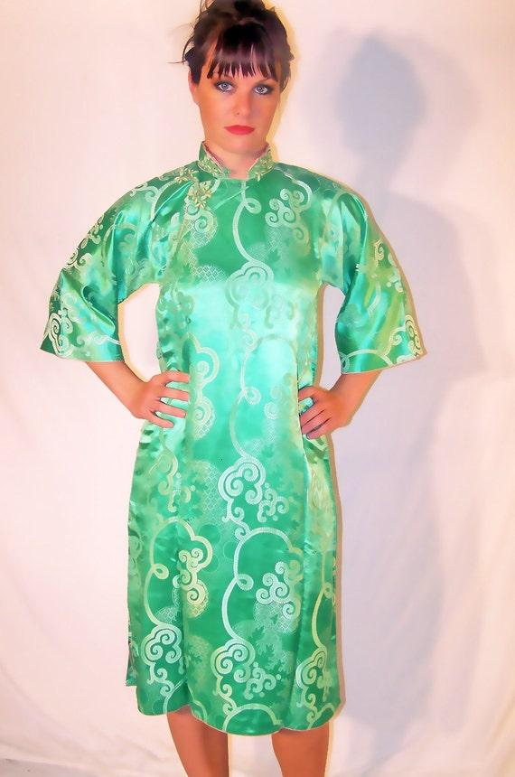 Reserved for Asura 10-27-14-VINTAGE 1950s Green Silk chinese Robe Cheongsam
