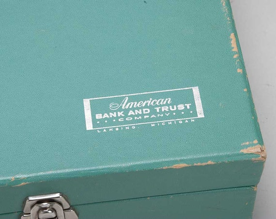 Vintage green banking check box