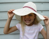 girl - white .vintage. (floppy) straw hat