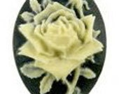 Briar Rose Cameo 18x13mm, set of 6 in Ivory