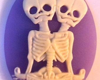 "Conjoined Twins ""Semper et Ubique"" Cameos 40x30mm, set of 3 in Bone on Lavender."