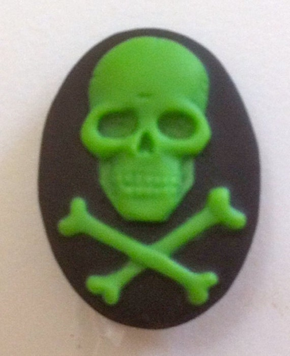 Skull and Crossbone Cameos 18x13, set of 6 in Zombie Green