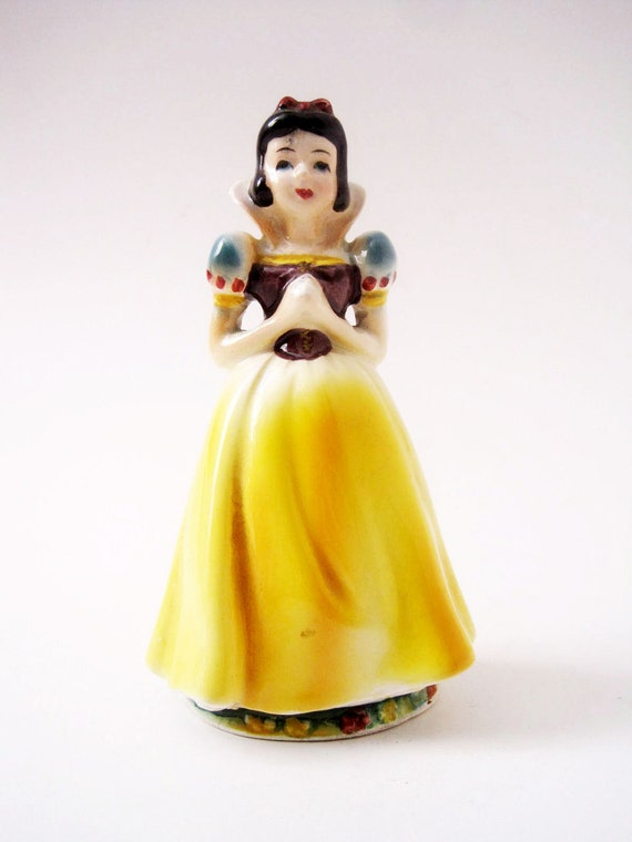Vintage 1960 Small Snow White Ceramic Figurine Walt Disney