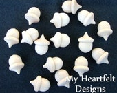 Small Wooden Acorns (Lot of 25) - Unfinished Wood Pieces 1-3/8 x 1 inch - Fall / Autumn Acorn