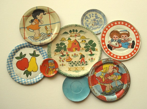Vintage tin toy saucers & plates, mini collection 8 pcs. Ohio Art