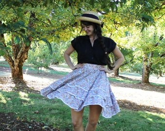 SPINNING ROUND - 1970s 80s Floral Skirt Twirly Square Dance Calico Rick Rack Country Girl Hippie Bohemian Boho Apple Picking Small