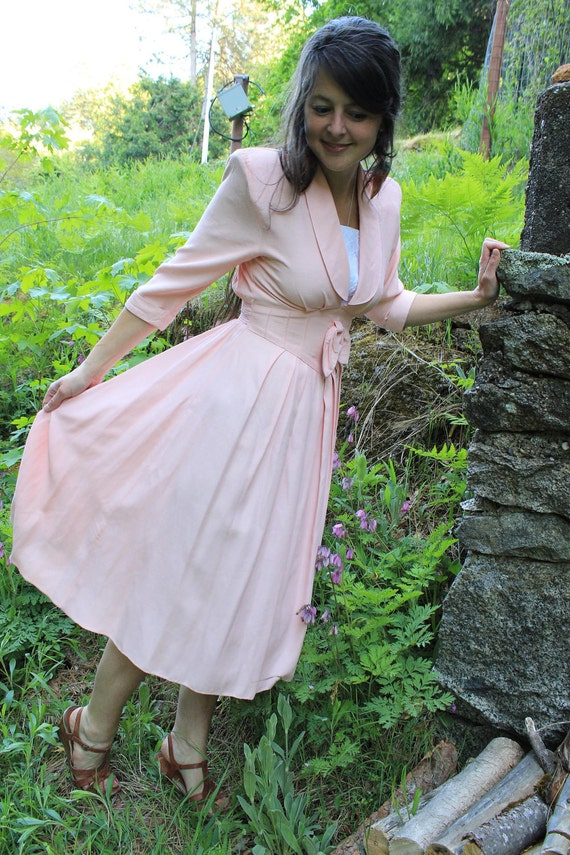 On the Waterfront - Pretty Vintage 80s do 40s Apricot Day Dress S M