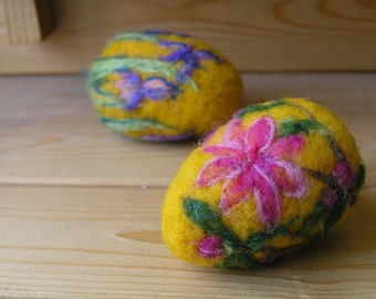 Needle felted Easter eggs-Azalea