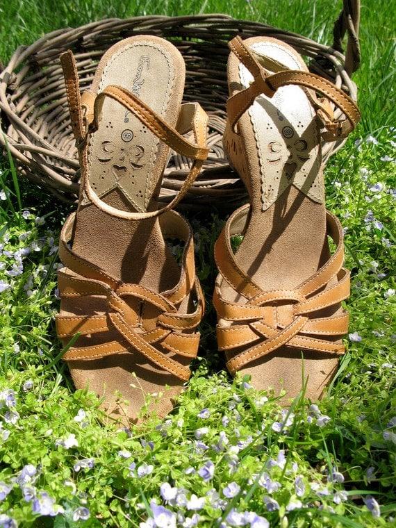 Vintage 70s Hippie Boho Thom McAn Caramel Honey Woven Strappy Wedge Cork Sandals 8