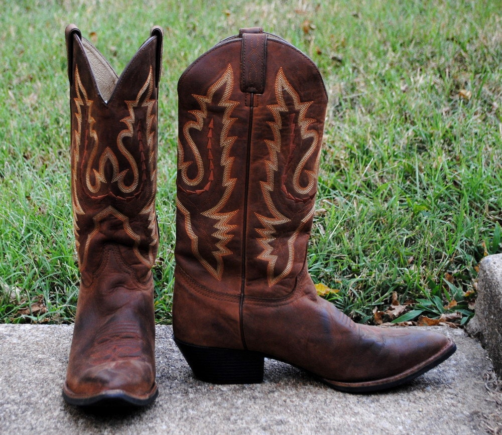 Justin Cowboy Boots Dark Brown Pointed Toe Fancy by kimvintage