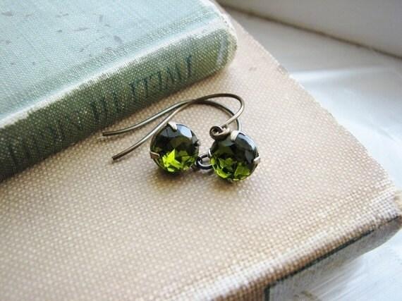 Vintage Glass Earrings Jewel Gem Green - Dark Moss