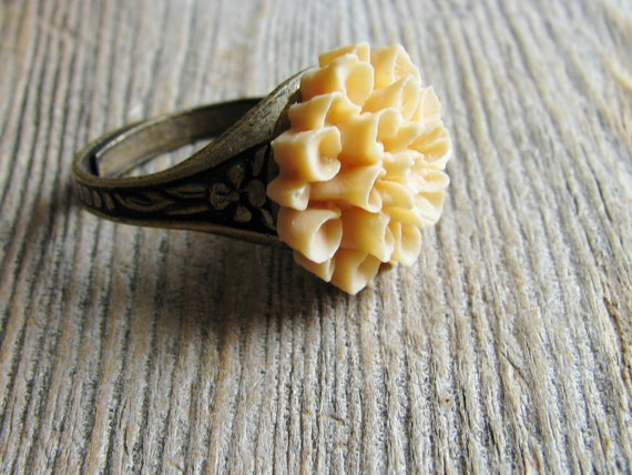Dahlia Flower Ring Acrylic Resin Cabochon Peach Bridal Jewelry Gift Nature Inspired Botanical Jewelry