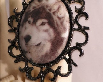 Awesome Wolf in Sunburst Antique Silver Frame Brooch/Pendant/Necklace