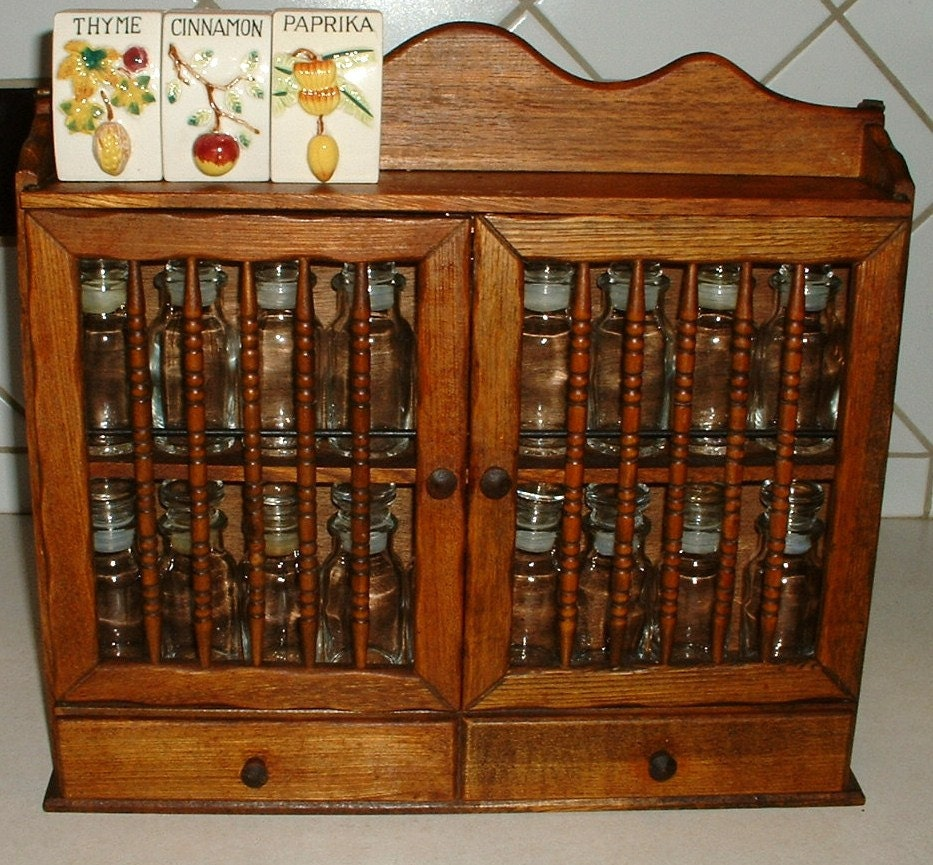 Popular Beautiful Wood Spice Cabinet Rack With 18 Glass Bottles