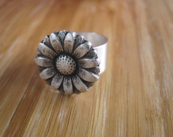 Silver Daisy Ring - Daisy If You Do Silver Flower Ring