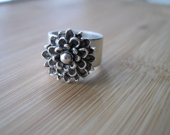 Silver Mum Flower Ring - I Need My Mummy - Silver Flower Ring