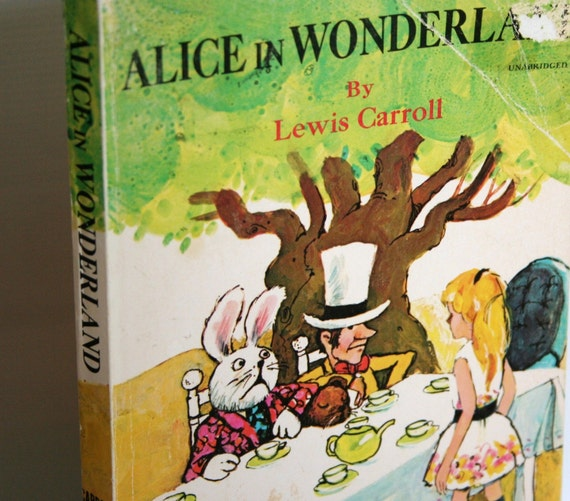 Vintage Alice In Wonderland 1981 paperback book