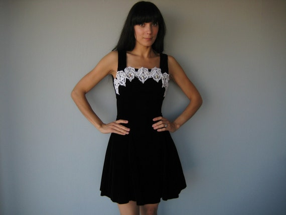 S A L E ---------- vintage GUNNE SAX velveteen party dress