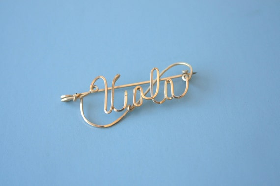 1940s gold wire name pin 12 kt gold filled name pin 40s twisted