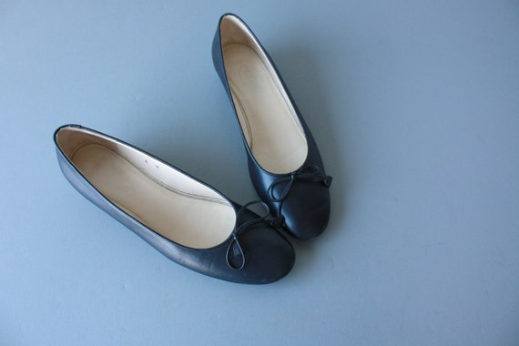 vintage ballerina flats / ballet flats / navy blue leather ballerina pumps - size 6 , 37