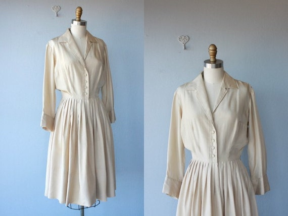 FREE SHIPPING SALE / 1950s dress / 50s silk dress / day dress / cream dress / shirtwaist dress / full skirt - size small , medium