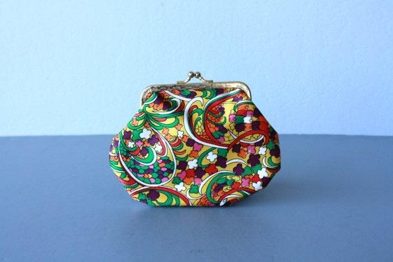 vintage 1960s fabric clutch / 60s change purse / satin bag