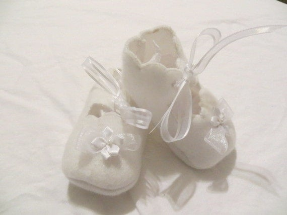 Newborn Crib Shoes Baby Booties White Fleece with Flower Applique and Ribbon