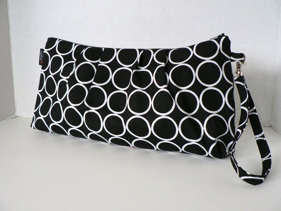 The Catalina Clutch - In Ring Dot In Black - Zippered Closure - Detachable Wristlet