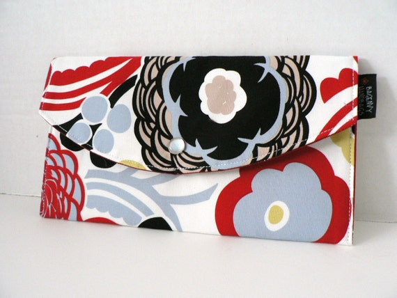 SALE - CLOSEOUT - Mocca In White - Full Size Clutch
