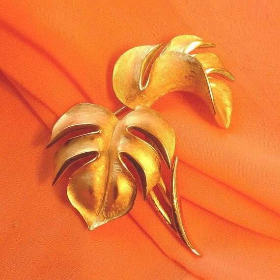 Vintage Trifari, Vintage Brooch, Jewelry Golden, Jewelry Vintage, Vintage Jewelry piece by mystic2awesome at Etsy