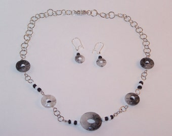 Black and White Circles Necklace Set