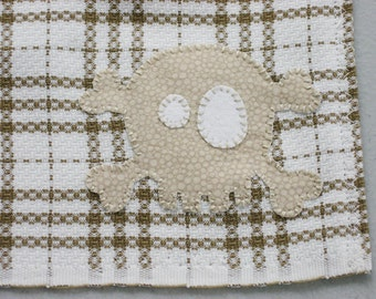 Hanging Kitchen Towel / Skull and Crossbones / Applique Embroidery