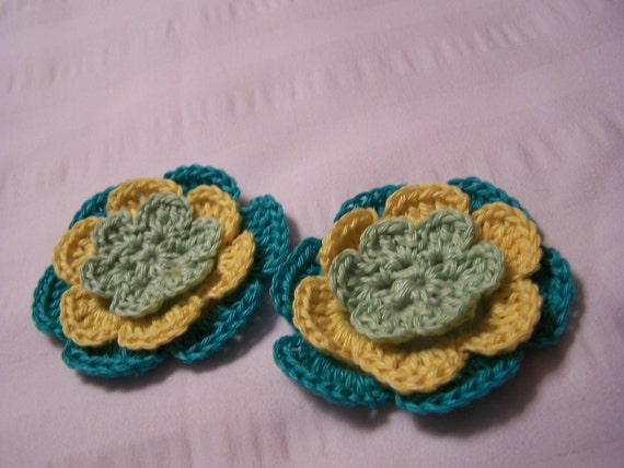 Appliques 2 hand crocheted flowers 2.5 inch embellishment sew on cotton green yellow