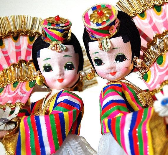 Vintage retro Asian Pose Doll Twins