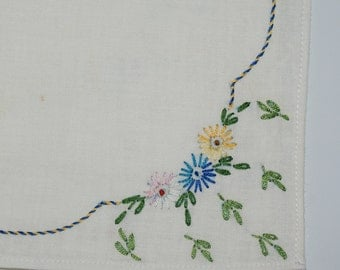 Embroidered Flower Cloth Napkins 11 x 11  set of 6 Dinner Napkins