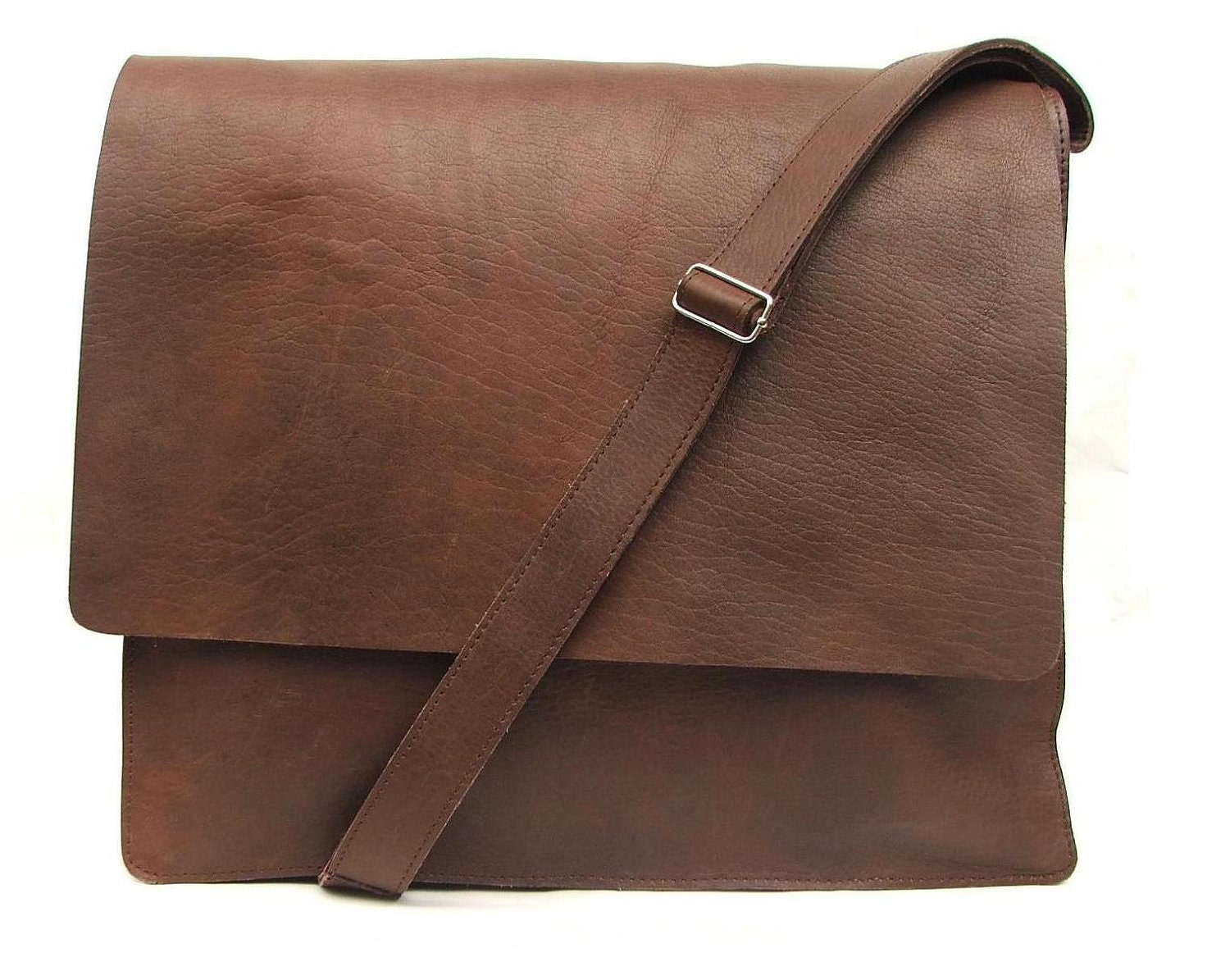 A man is often defined by what he carries. That's why at Buffalo Jackson we seek to make leather and canvas bags that reflect a man's true character - wild.