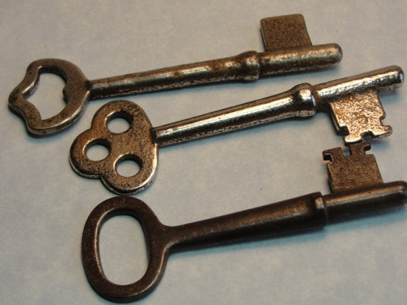 SKELETON KEYS 3 Pieces Smaller Steampunk Jewelry Making Clock keys