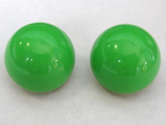 60s Mimi di N Green Dome Clip On Earrings