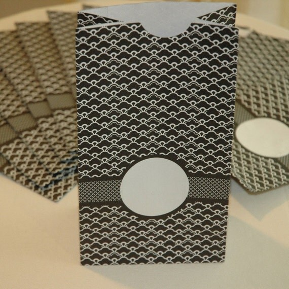 Black and White Gift/Favor Bags, Supply Packaging (set of 12)