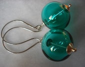 Elegant silver and glass earring