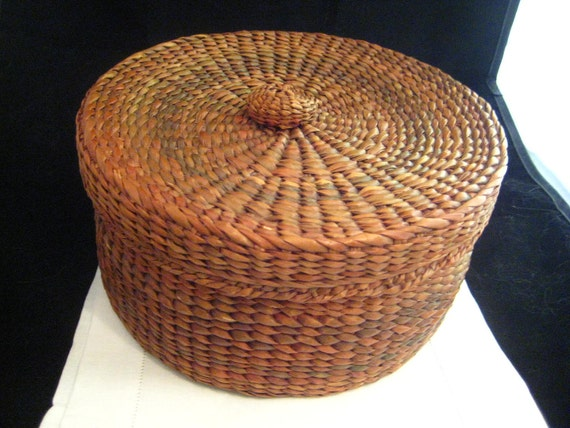 Antique Handwoven Reed Basket Round Top Lid Wicker