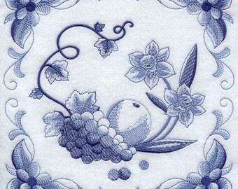 DELFT BLUE DAFFODILS - Machine Embroidered Quilt Blocks (AzEB)