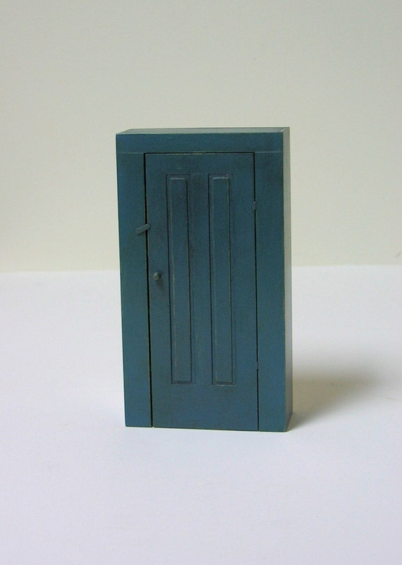 Shaker Cupboard Painted Meetinghouse Blue - 1/12th scale