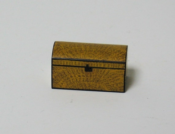 Miniature Putty Decorated Dome top Trunk