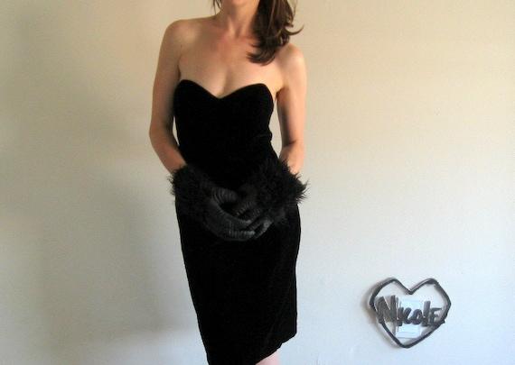 le classique . velvet black wiggle dress .medium
