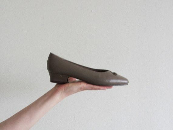 r e s e r v e d 1940 style secretary low heel . industrial gray taupe .size 6.5 .disaster relief .sale s a l e
