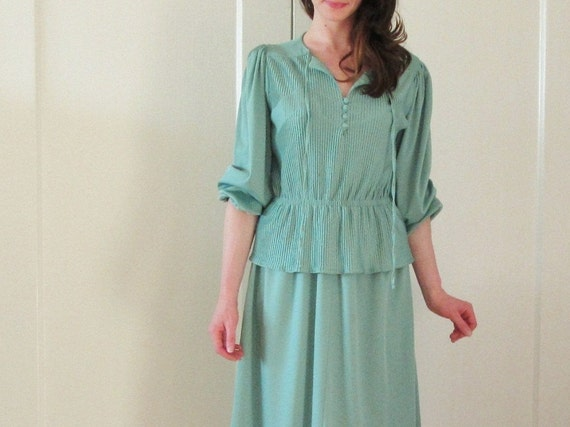 sage chevron dress . 1970 green peplum skirt .large.extra large.xl .sale