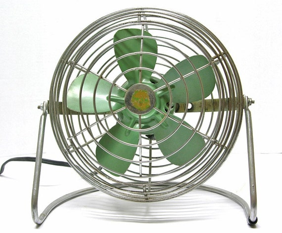 Vintage Shabby Chic Green Trav-L-Aire Electric Fan