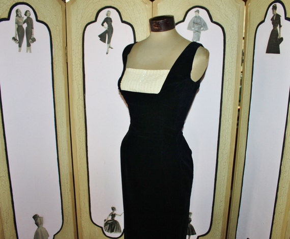 Vintage 1950s Cocktail Dirndl Dress in Black Velvet with Detachable Lace Inset by Lanz. Small.