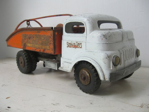 Structo Toys, Buddy L Tow Truck, 1940's
